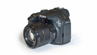 Sony introduces two new E-mount CSCs