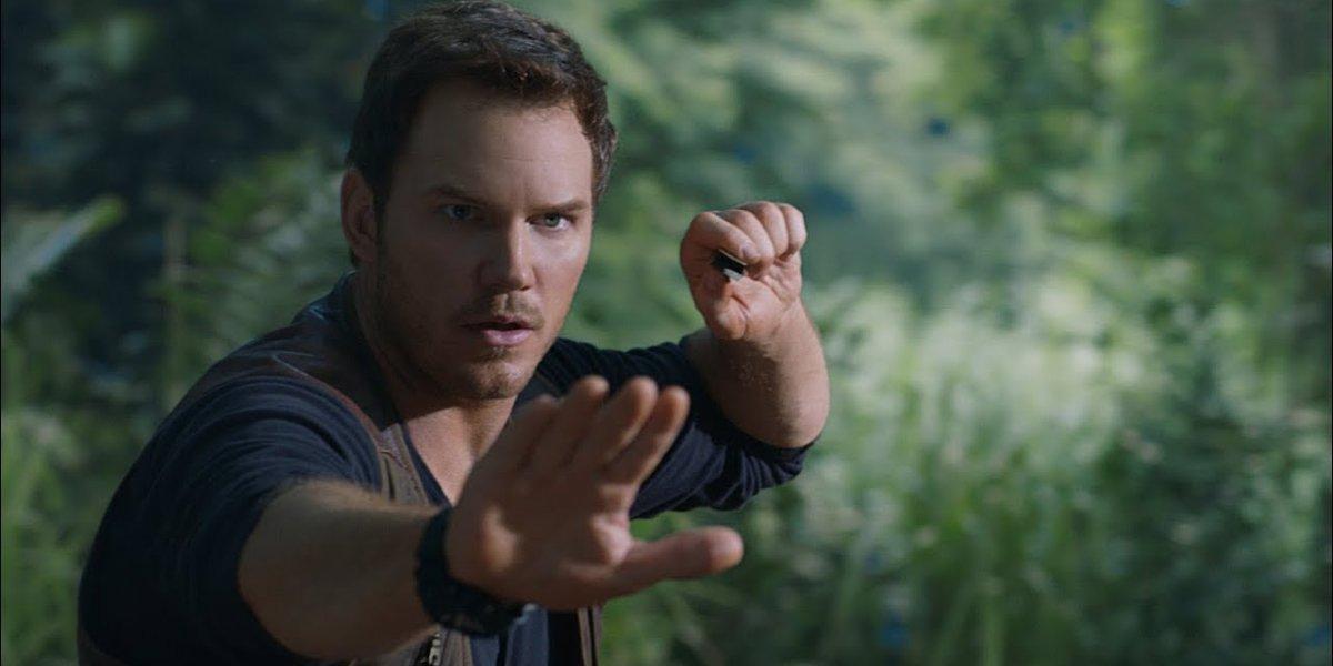 Jurassic World: Fallen Kingdom Chris Pratt gives a command to Blue