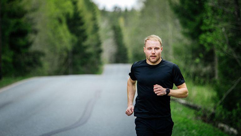 Man wearing Polar Vantage V2, the best running watch