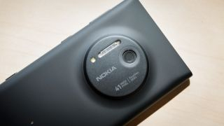Can the Lumia 1020 camera take on a compact system camera?
