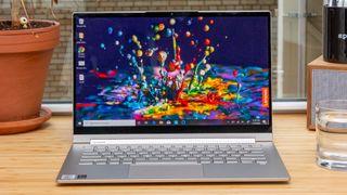 El Yoga C940 de Lenovo (14 pulgadas) refina una fórmula probada, convirtiéndolo en una de las mejores computadoras portátiles 2 en 1.