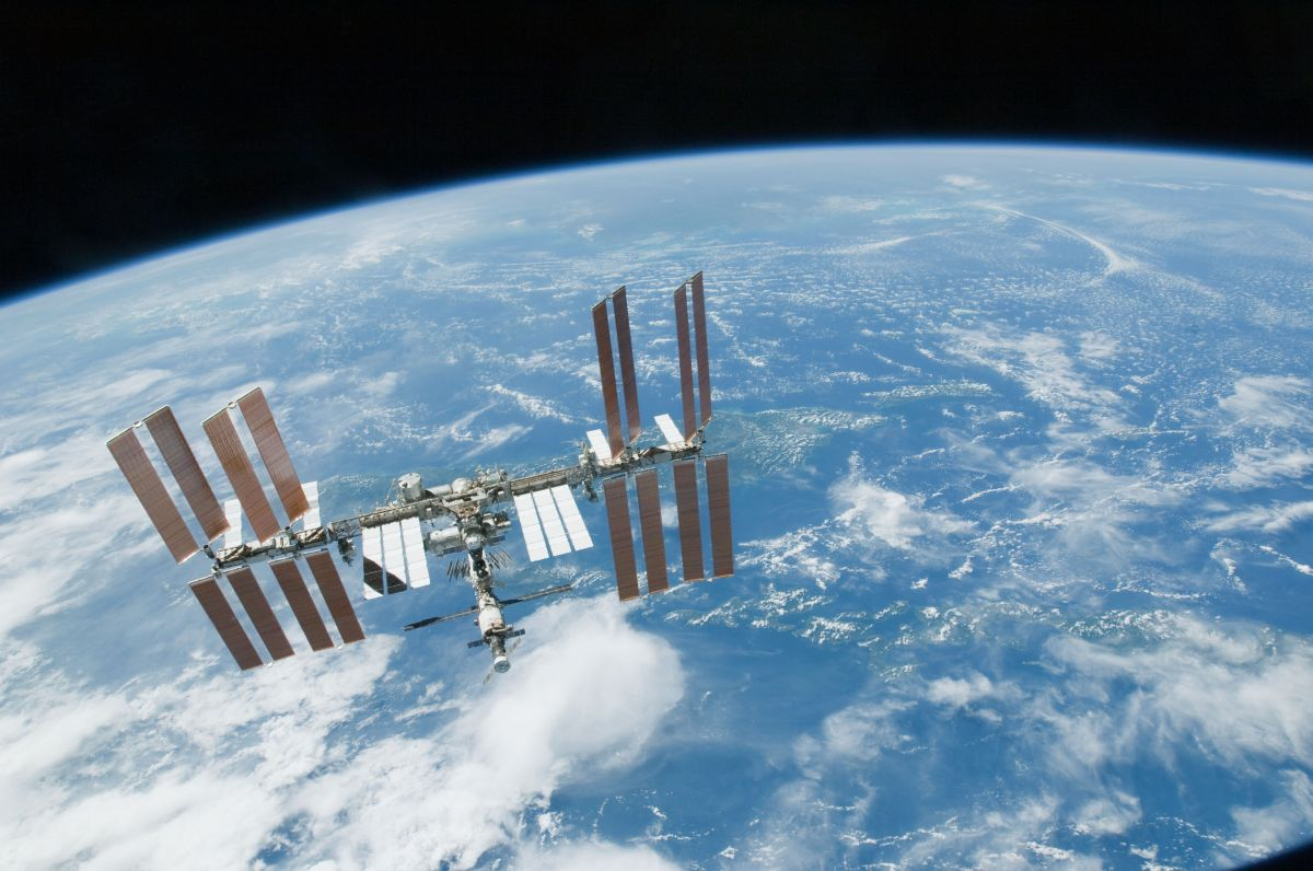 How to Spot the International Space Station Location with ...