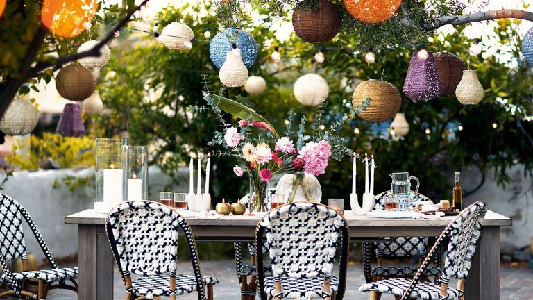 bohemian garden ideas: lanterns over table