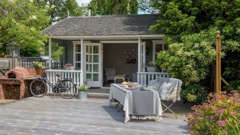 Garden room ideas with deck and bbq