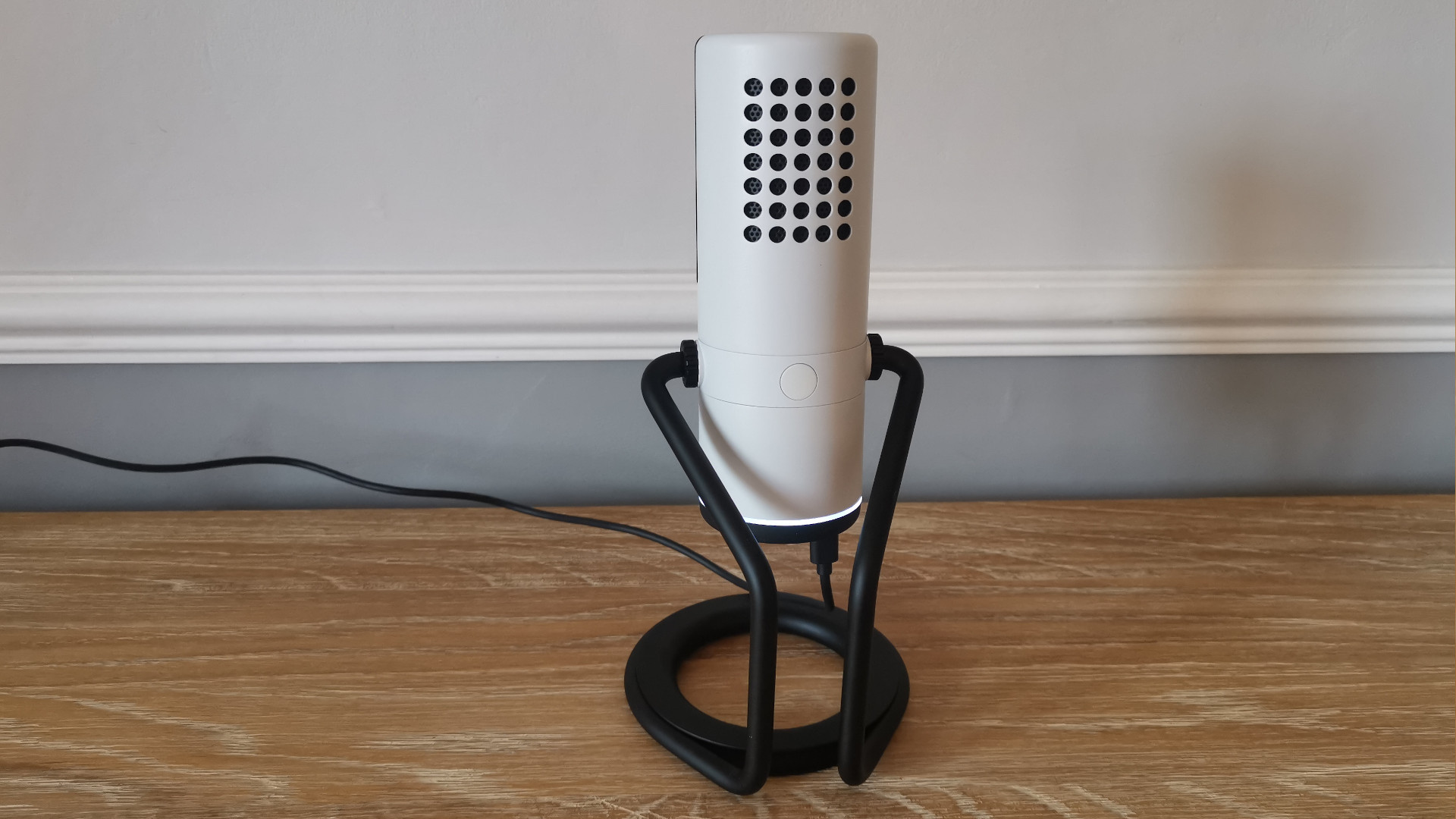 A wider rear shot of the NZXT Capsule USB Microphone
