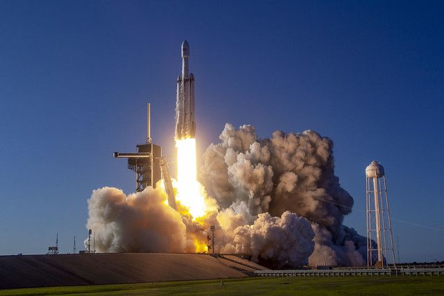 SpaceX Test-Fires Falcon Heavy Megarocket for Its 1st Night Launch
