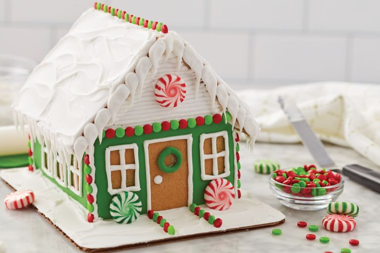 Wilton Ready to Decorate Dressed for the Holidays Gingerbread House Decorating Kit