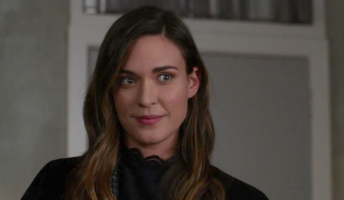 odette annable supergirl reign