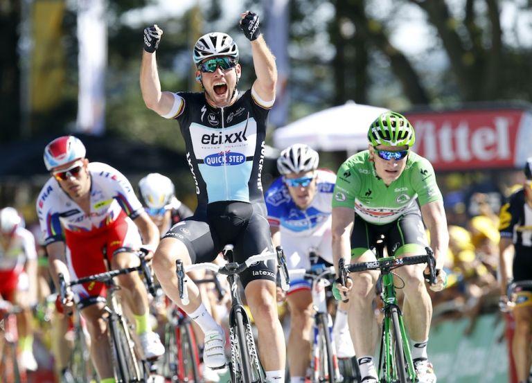 Mark Cavendish celebrates his stage win (Watson)