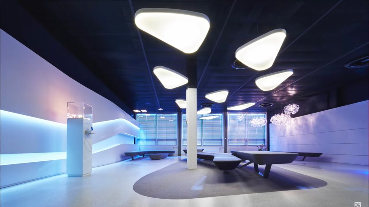 Philips tests internet over light waves in a real-world office