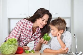 mom-boy-cooking-11092202