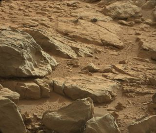 Curiosity Rover's Mars 'Hood Ornament' Photo