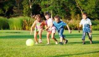 kids-playing-11081202