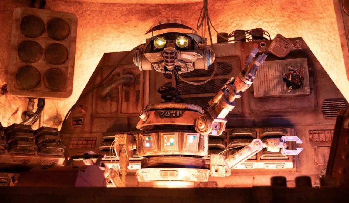 DJ R-3X waving hello at Star Wars: Galaxy's Edge
