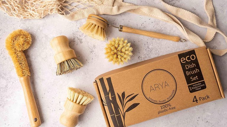 Sustainable cleaning tools: ARYA Eco Dish Brush Set