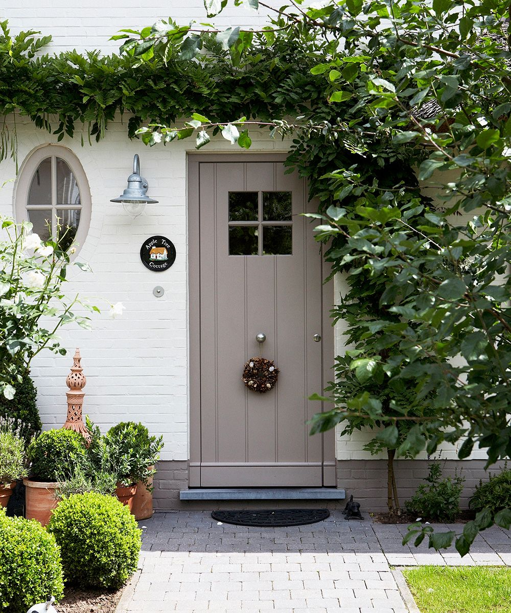Front door ideas, colors, materials to get the perfect entrance