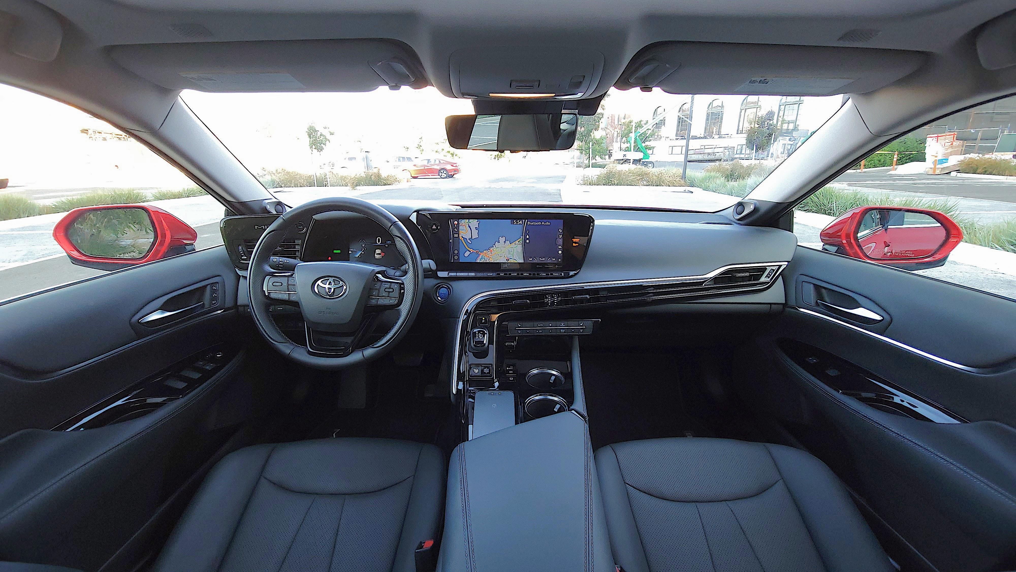 View of full width of dash in the Toyota Mirai (2021)
