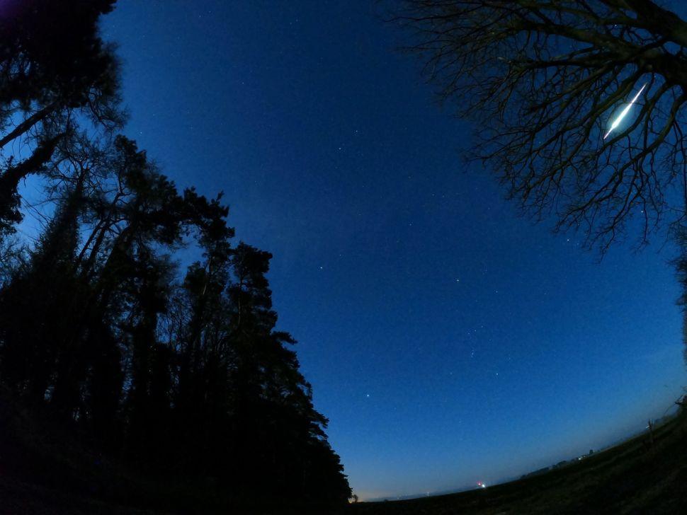 Brilliant yellow-green fireball lights up sky above England (video, photos)
