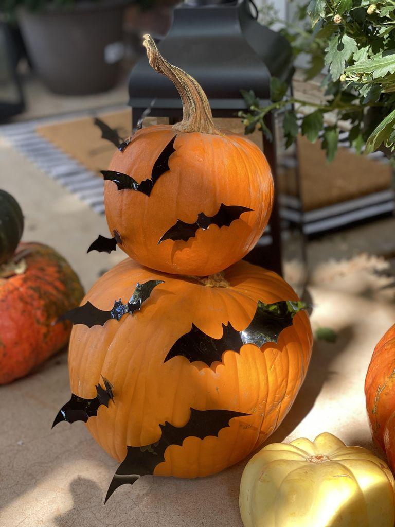 3D bat decorated pumpkin