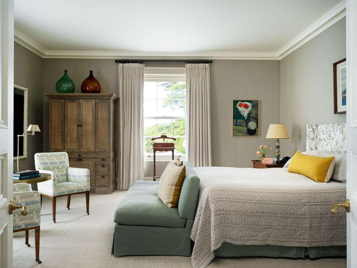 8 tricks interior designers use to brighten a dark bedroom