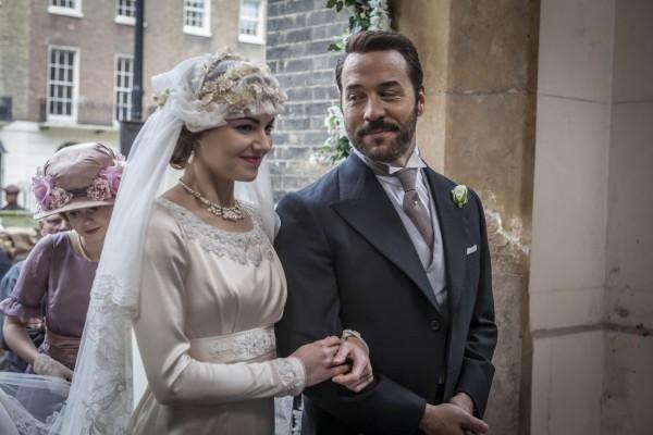 Kara Tointon as Rosalie Selfridge and Jeremy Piven as Harry Selfridge