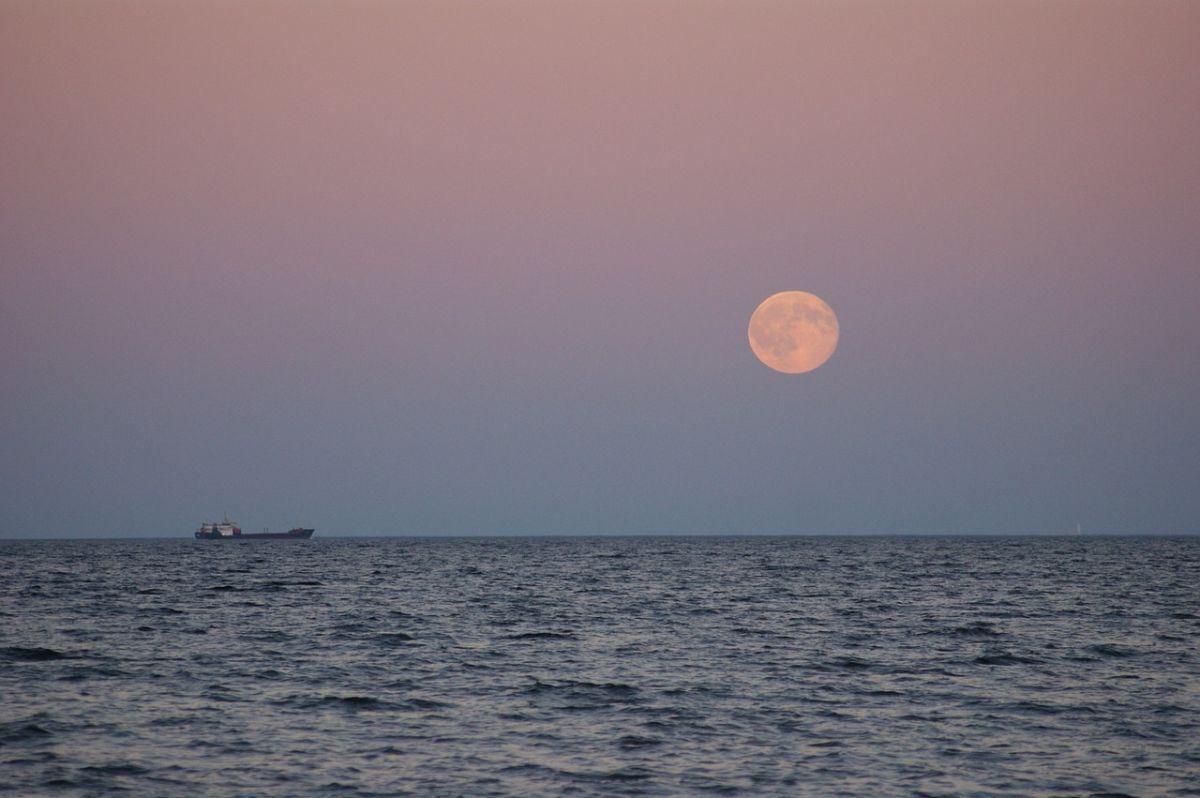 April Full Moon 2020 U0026 39 Super Pink Moon U0026 39 The Biggest Of