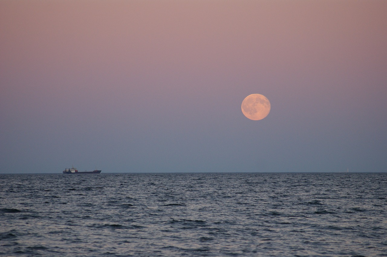 Notes On Shooting Moon >> April Full Moon 2019 The Pink Moon Rises Tonight Space