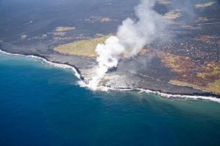 kilauea-volcano-ocean-lava-101006-02