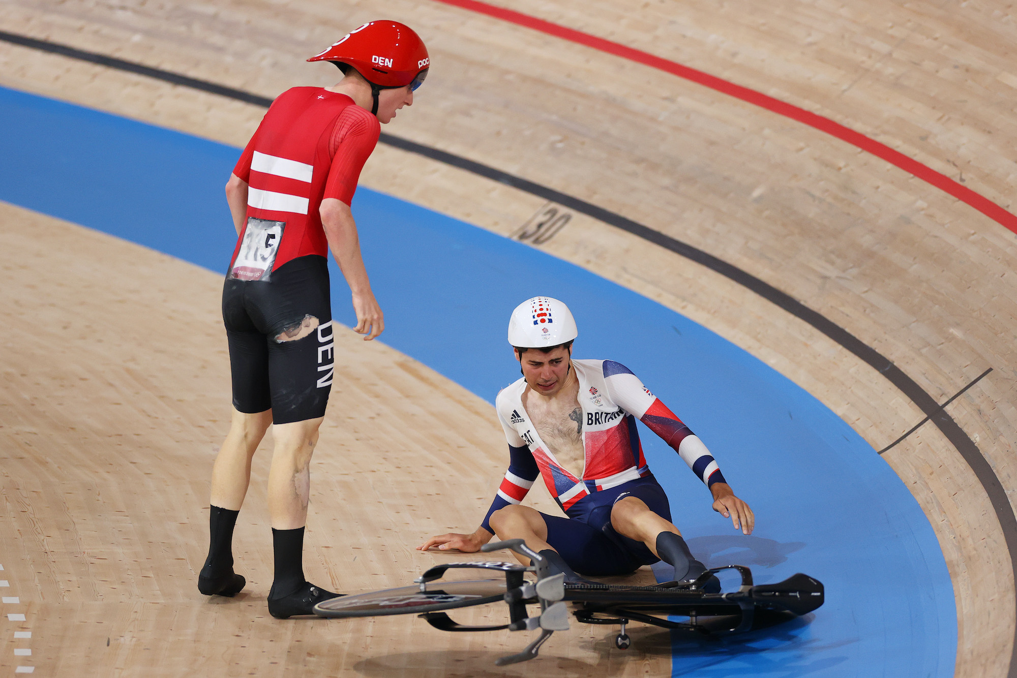 Frederik Madsen and Charlie Tanfield crash in the team pursuit at Tokyo 2020