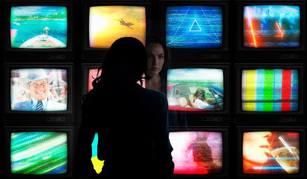 Diana Wonder Woman 1984 tv screens reflection