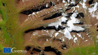 The shrinking Kebnekaise glacier captured by the European Sentinel 2 satellite.