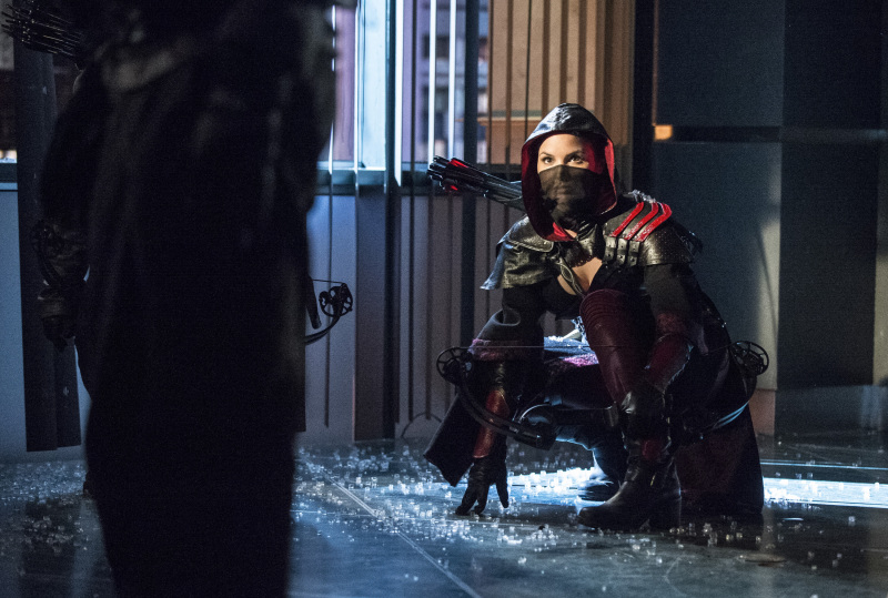 Arrow Season 2 Finale Trailer And Photos Show Heroes, Tension And Big Trouble For... #31274