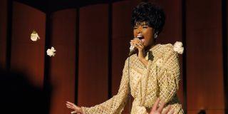 Aretha Franklin (Jennifer Hudson) sings on stage in Respect (2021)