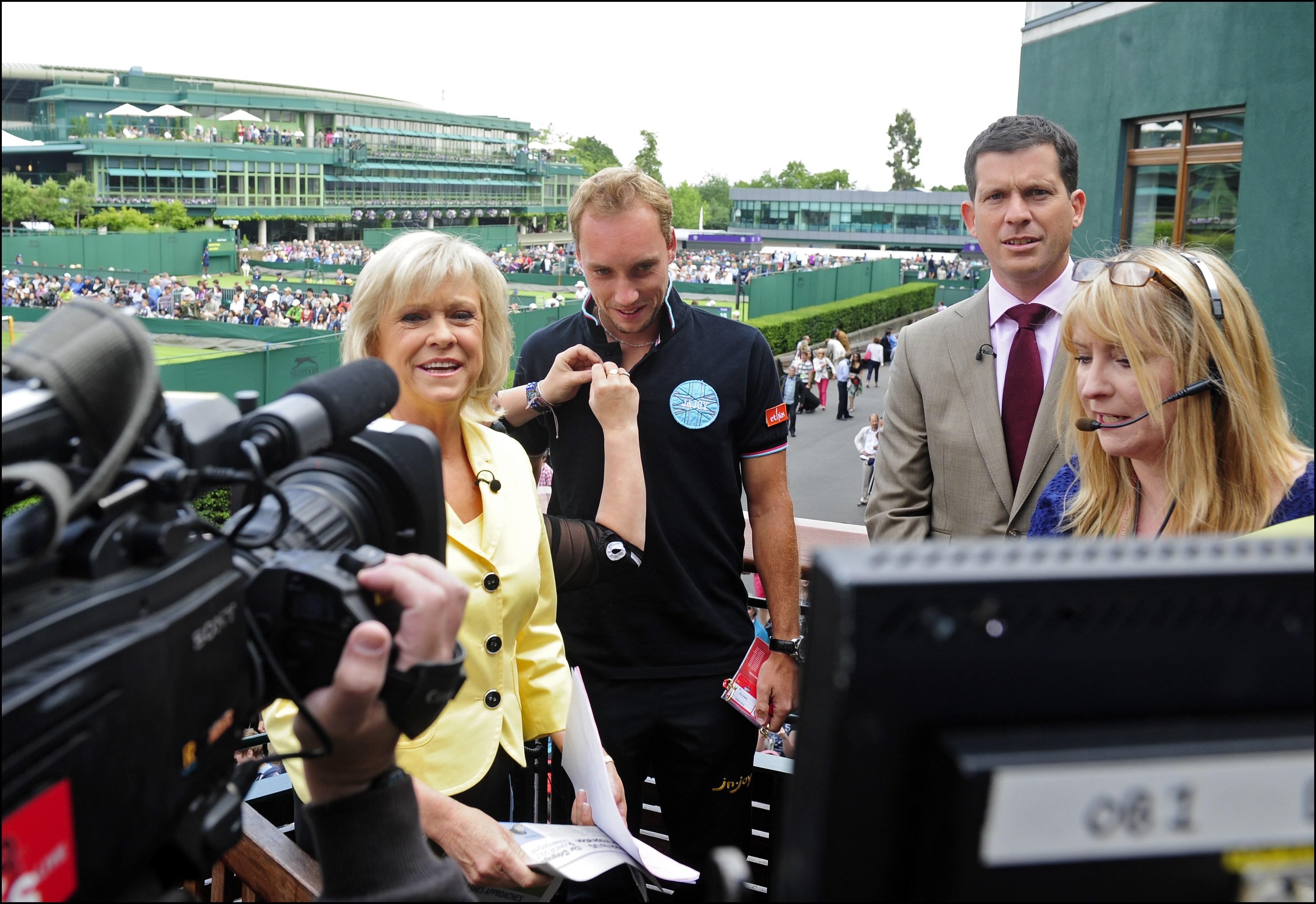 Wimbledon detrás de escena: Sue Barker transmite con Tim Henman.