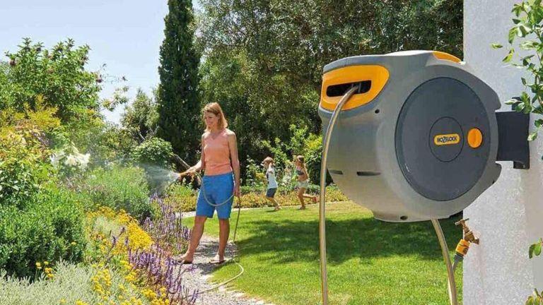 best garden hose: Hozelock Auto Reel with 30 m Hose