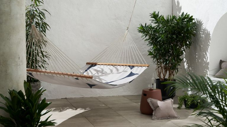 best hammock: a black and white hammock hanging in a contemporary outdoor courtyard
