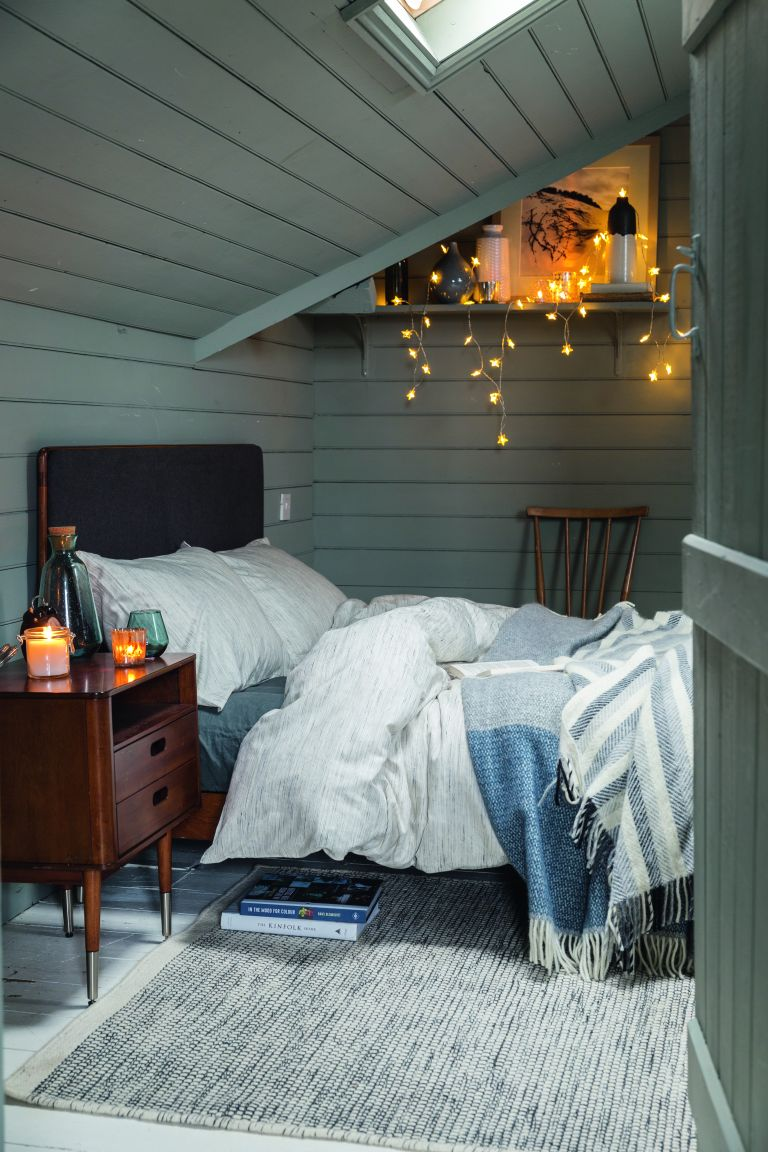 Eco-friendly bedroom: Scandinavian style bedroom by Soak & Sleep