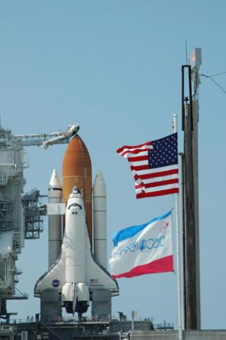 NASA Again Poised to Launch Space Shuttle Discovery