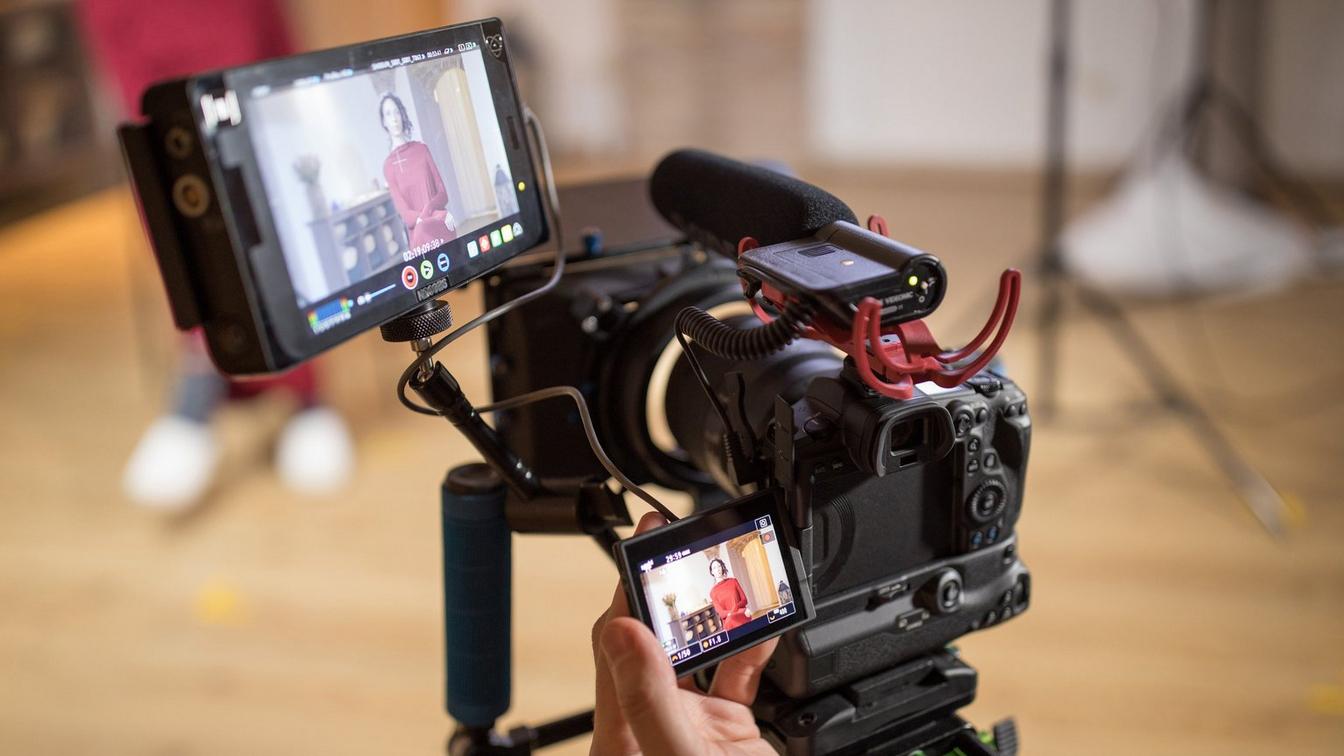 A Canon EOS R5 shooting video with an external recorder