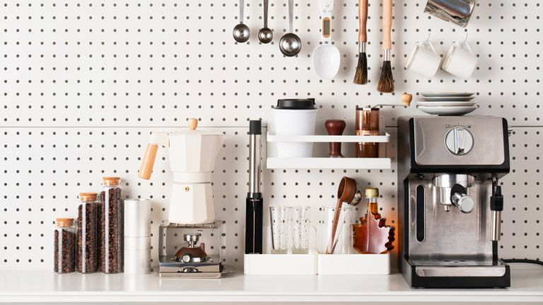 declutter your home: an organised kitchen space