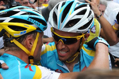 Alexandre Vinokourov and Alberto Contador, stage 13, Andy Jones at the Tour de France 2010