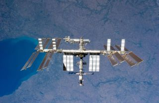 Shuttle Atlantis Closes In on Space Station