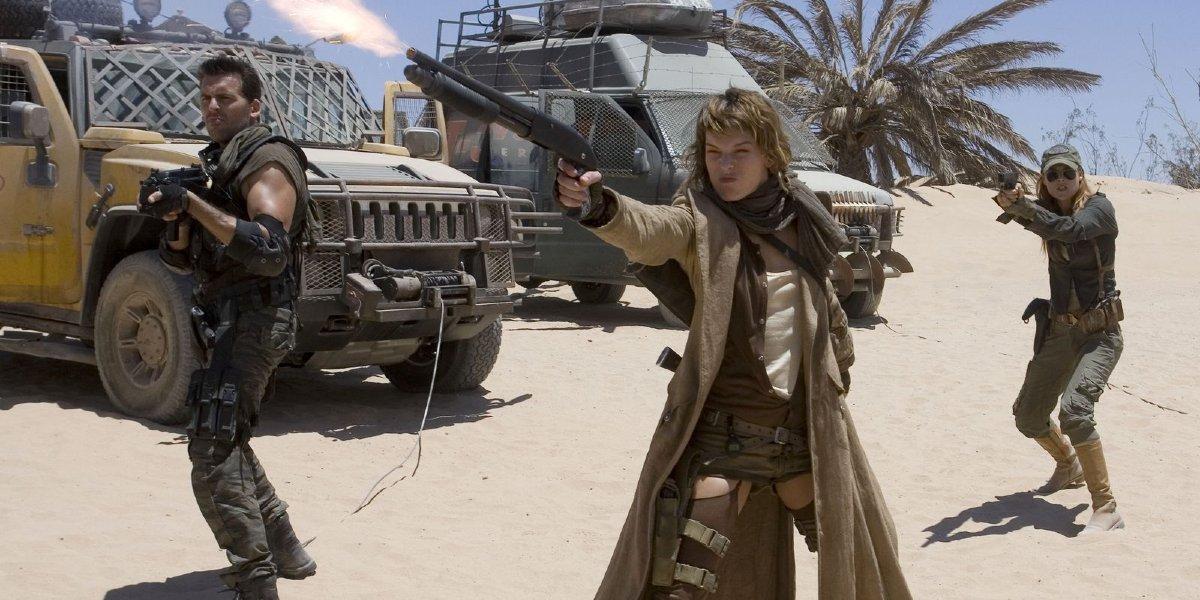 Oded Fehr, Milla Jovovich, and Ali Larter in Resident Evil: Extinction