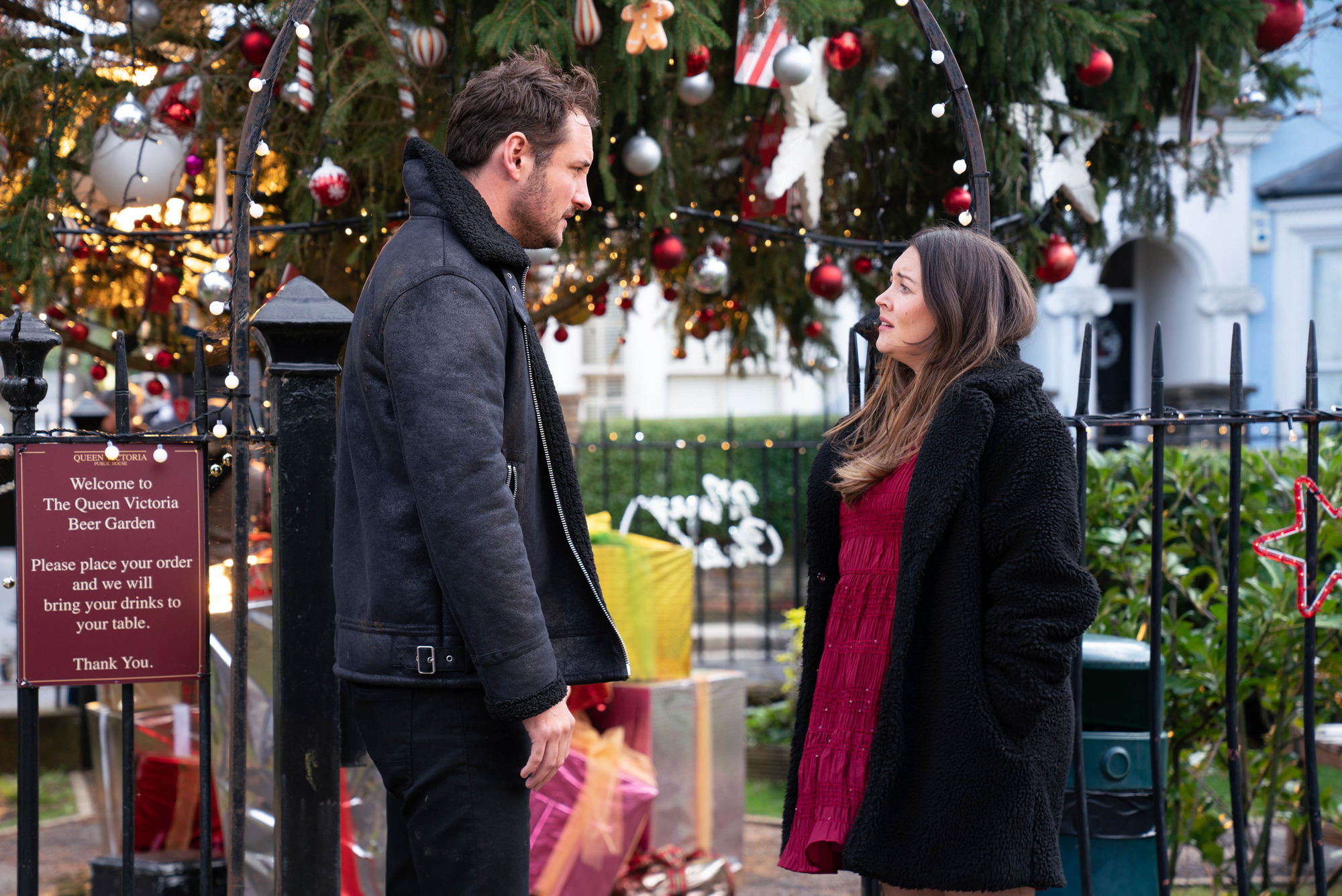 Stacey y Martin salen a caminar juntos en EastEnders