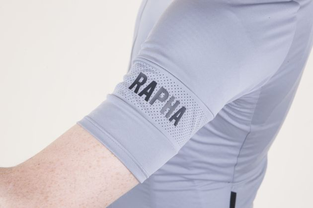 fca2ed27c Rapha Pro Team Flyweight Jersey Sleeve detail. – The sleeves are no where  near as fitted as the Pro Team Aero Jersey