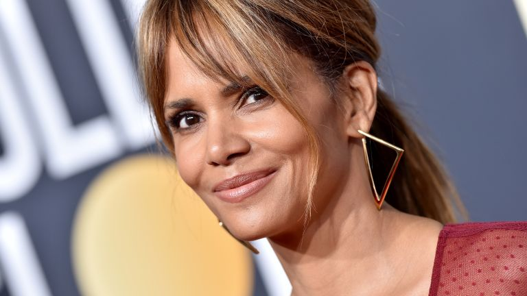 Halle Berry attends the 76th Annual Golden Globe Awards at The Beverly Hilton Hotel on January 6, 2019 in Beverly Hills, California