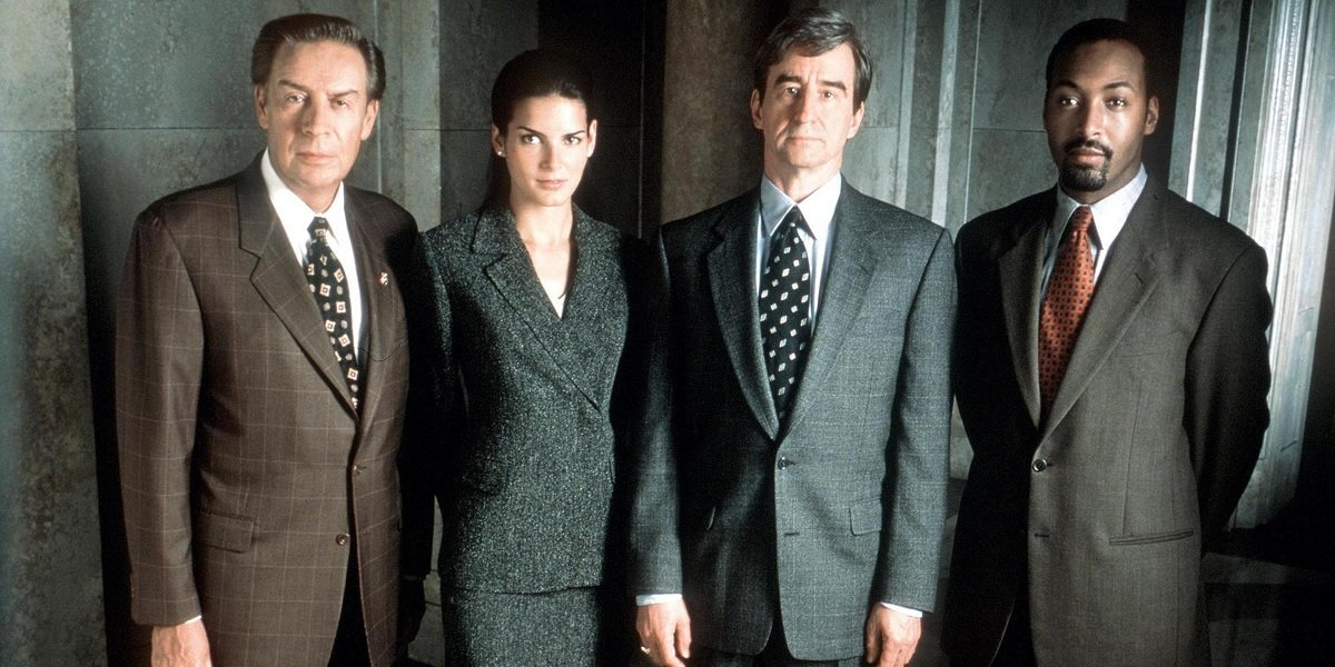 Jerry Orbach, Sam Waterson, Angie Harmon, and Jesse L Martin in Law and Order