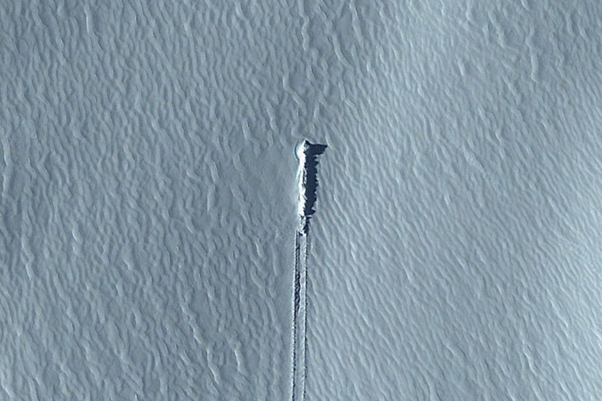 This Weird Google Earth Picture Does Not Show a Crashed UFO