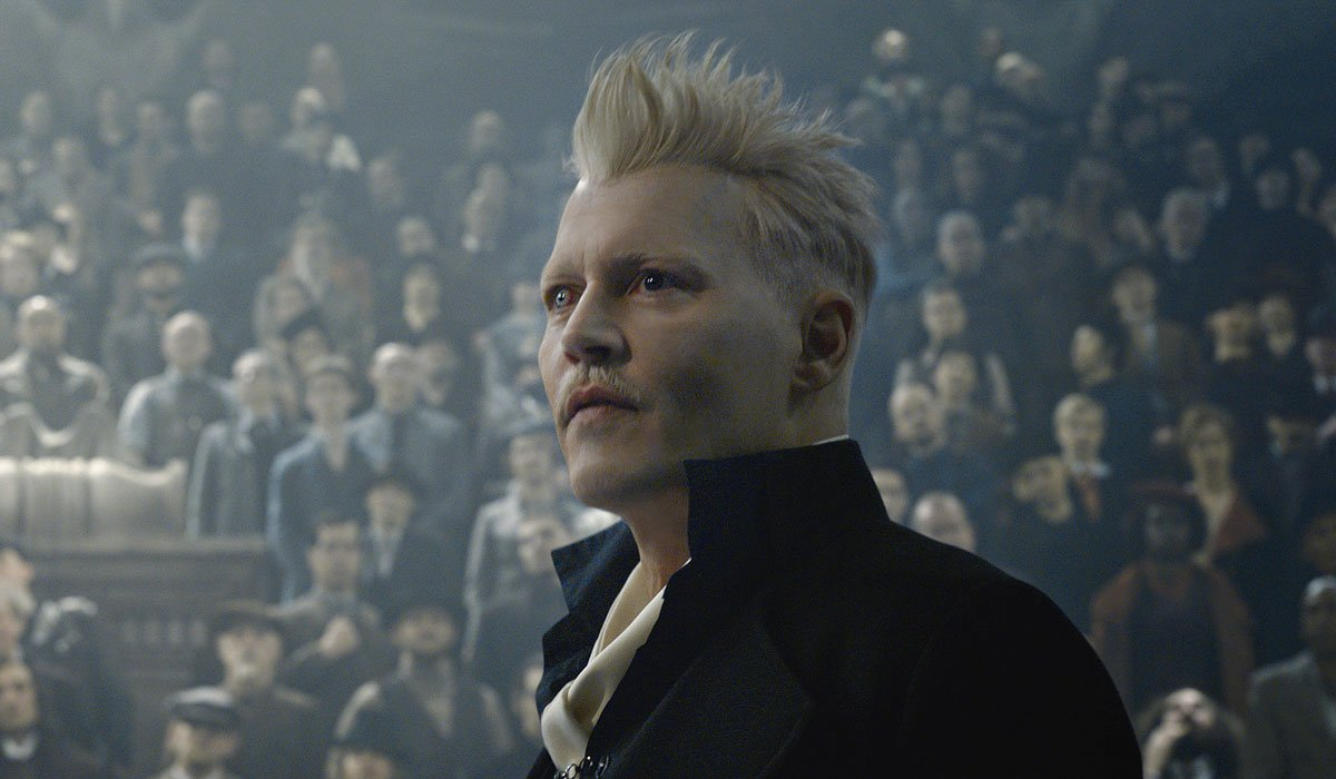 Johnny Depp addressing the crowd in Fantastic Beasts 2.
