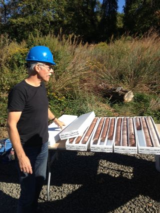 Paul Olsen with rocks cores drilled from about 1,600 feet beneath the New York City area.